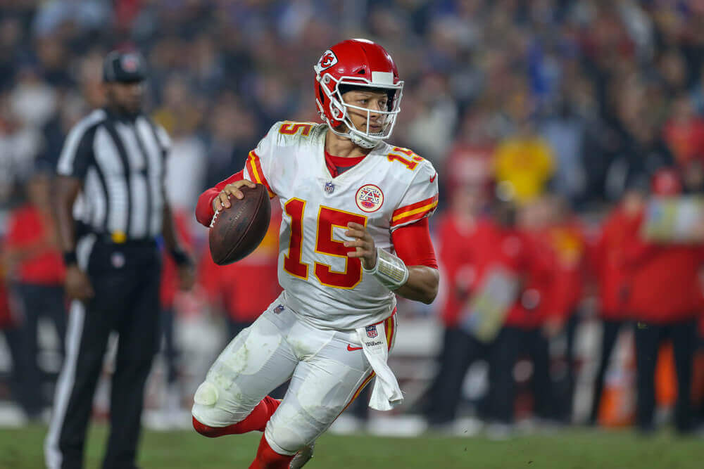 Bovada Listing Mahomes as +130 Underdog in Throwing Contest With Josh Allen